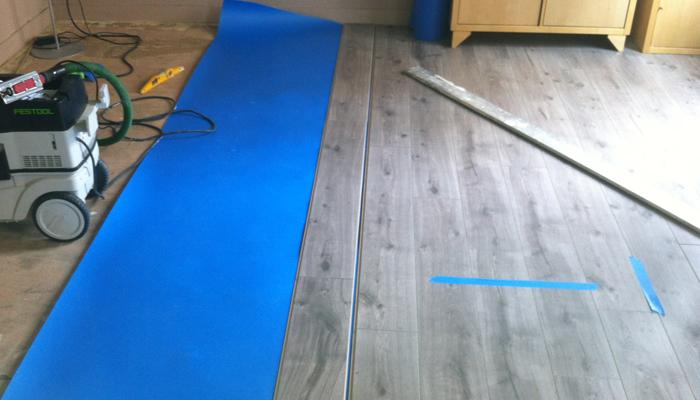 peinture parquet taches de peinture sur le parquet le truc magique pour les faire disparatre. Black Bedroom Furniture Sets. Home Design Ideas